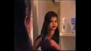 Симпатичная девчоночка развлекается еблями с любовничком в номере